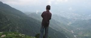 Dreng på bjerg