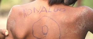 'Ronaldo 9' tegnet på rykken af ung dreng